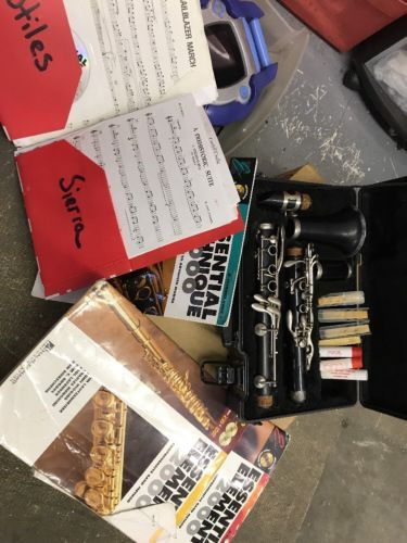 Nice Artley USA Yamaha YCL-24II Clarinet WITH CASE , Books & Music Sheets