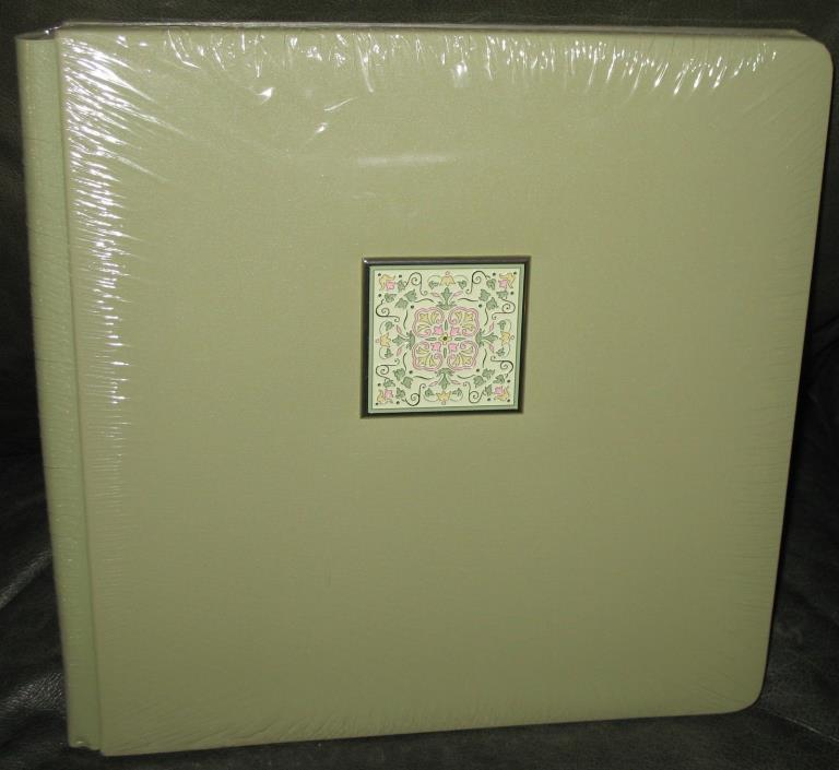 Creative Memories 12 x 12 Old Style Kaleidoscope Sage Green album 15 Page Opened