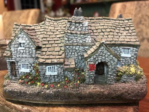 Lilliput Lane TINTAGEL Figurine, Cottage, House, 1984 RETIRED