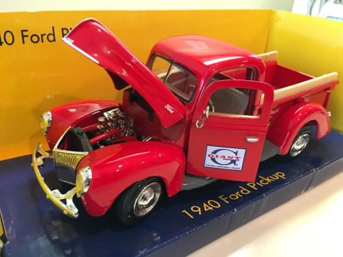 1940 Ford Pickup Truck 1:24 Scale Die Cast Giant Foods, Maryland Limited Edition