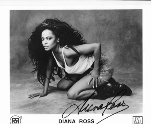 DIANA ROSS SIGNED MOTOWN RECORDS PUBLICITY PHOTO  (D)