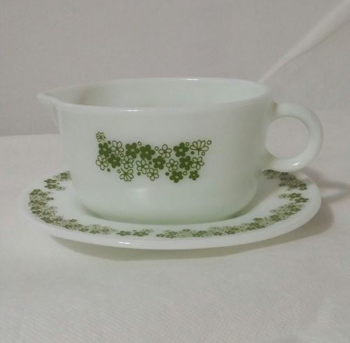 Pyrex Spring Blossom Gravy Boat and Underplate Vintage Crazy Daisy