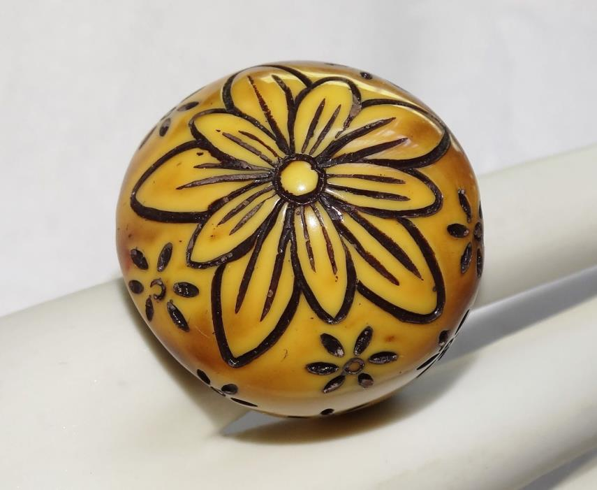 Vintage HIPPIE RING ENAMEL Dome HAND CARVED WOOD YELLOW WOOD FLOWERS sz 7