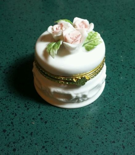 Vintage Porcelain Trinket / Ring Box -Floral hinged
