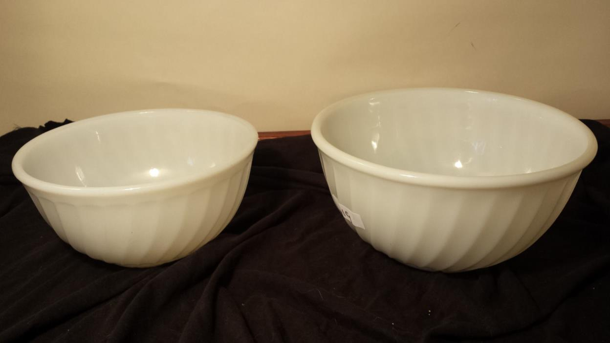 2 ANCHOR HOCKING FIRE KING White Swirl Mixing Bowls 9