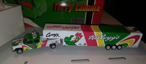 1998 Chevy Dually Hauler Car Trailer 1/64 Terry Labonte Nascar Action RCCA