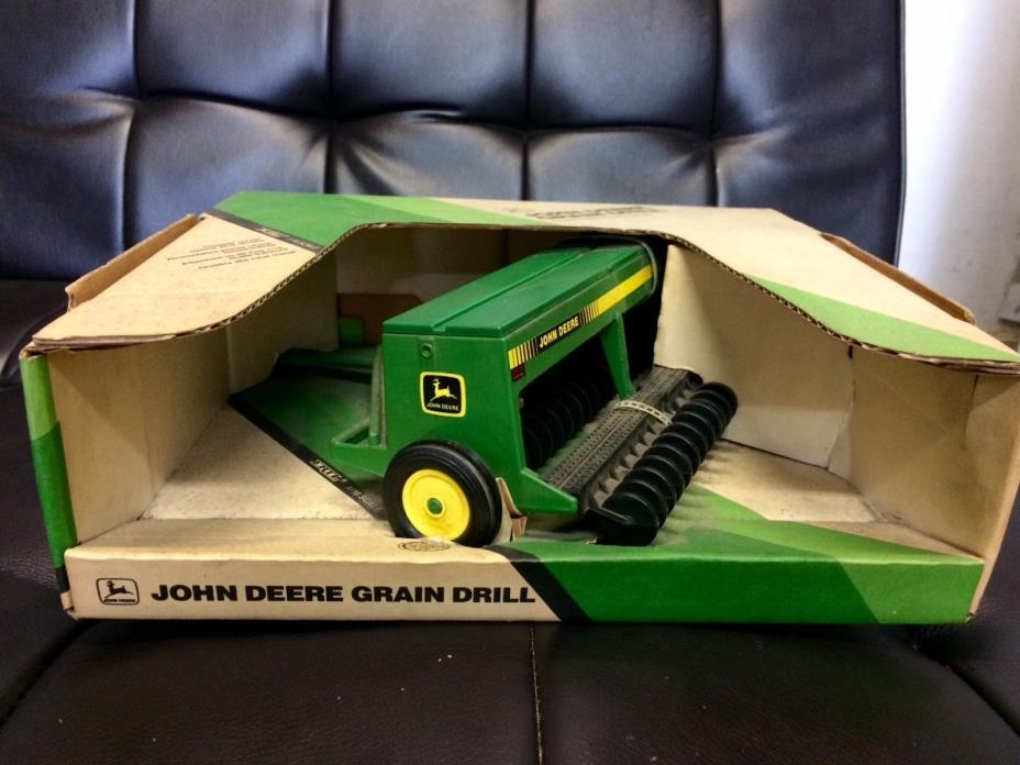 1/16 john deere 452 grain drill NIB