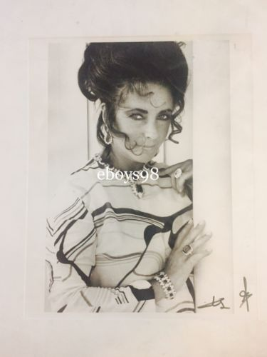 B/W Signed Photo of Elizabeth Taylor - Autograph