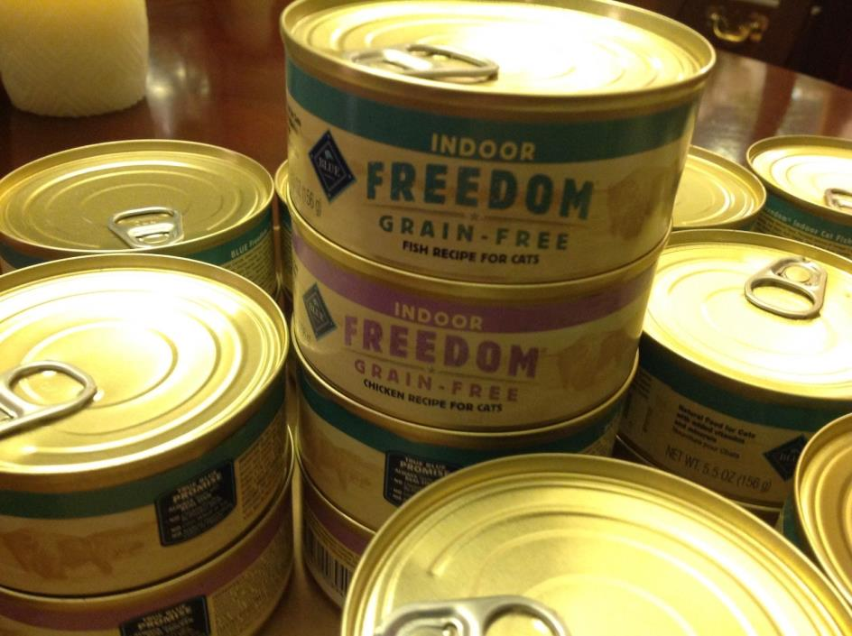 Blue Buffalo Freedom Grain-Free Fish and Chicken Recipe Cat Food 24 5.5oz cans