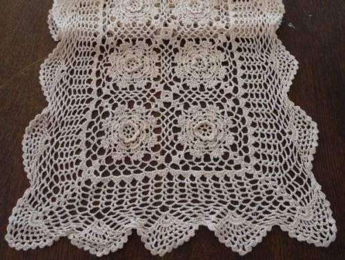Vintage Crochet Lace Table Runner Raised Irish Rose Medallion Ecru 45