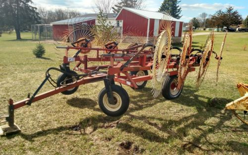 H&S 8 wheel bifold rake