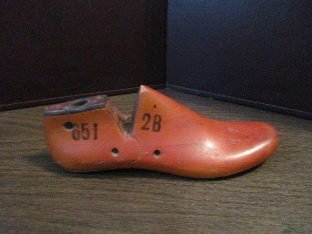 Vintage WOODEN SHOE STRETCHER - Wood FORM  STYLE Store DISPLAY Mold - JULY 1952