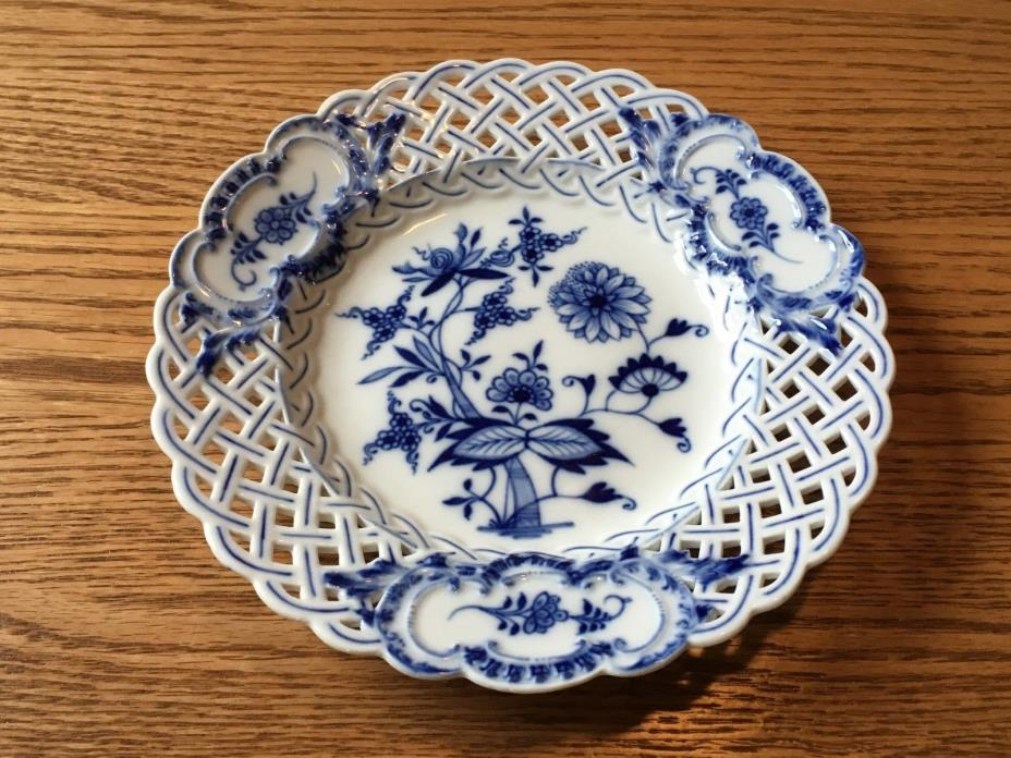 Antique Meissen Pierced Reticulated Blue Onion Crossed Sword Pommel Salad Plate