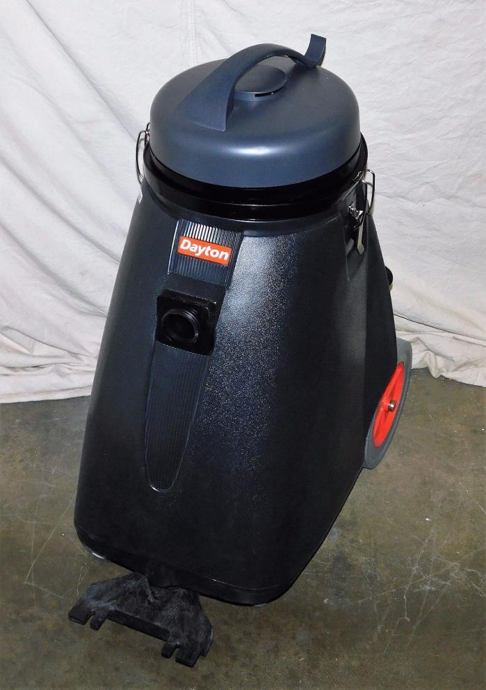 DAYTON 5UMR0 Wet/Dry Vacuum With Accessories 18 Gal 1-5/16 HP 120 V