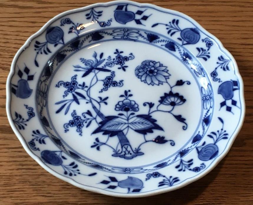 "Antique Meissen Blue Onion Crossed Swords w/ Pommels 8 ¼"" Luncheon Plate"