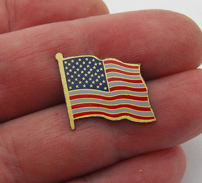Vintage Patriotic Flowing American Flag USA Hat Lapel Tie Tack Pin Gold Tone