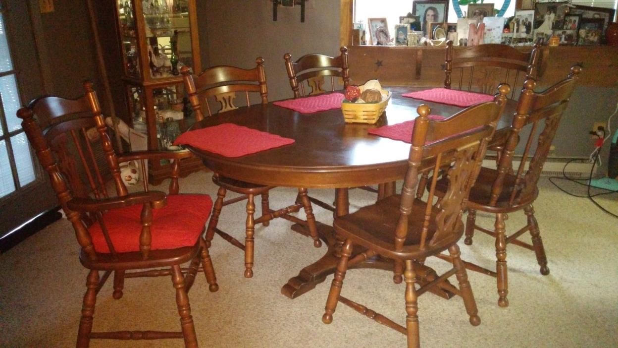 Tell City Maple Table & Hutch Set,4 chairs 2 captain chairs ,table has 2 leaves