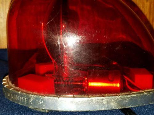 YANKEE  EMERGENCY FLASHING RED LIGHT.