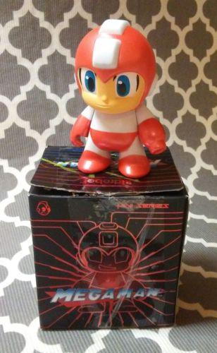 Mega Man 3-Inch Kidrobot Vinyl Mini Figure - Red Mega Man 1/20