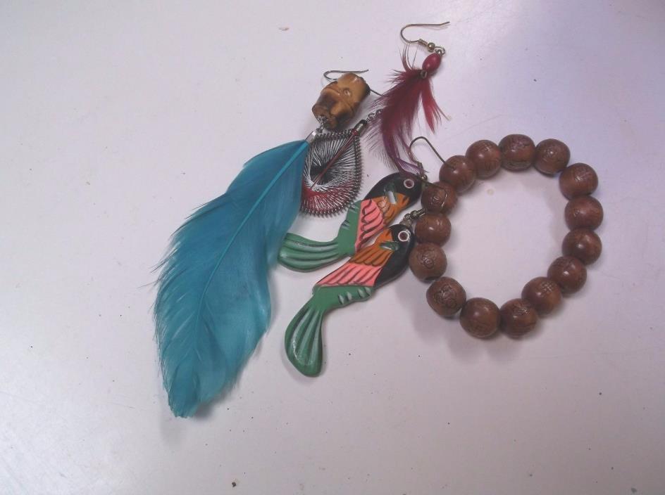 Potpourri of feather single earrings,parrot earrings, bracelet potpourri miscell