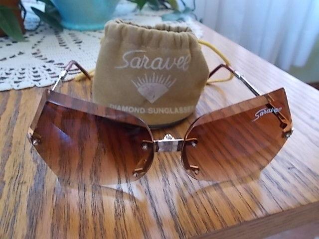 RARE! Vintage SARAVEL Ladie's Sunglasses Diamond Amber COOL SHAPE Folding w/Case