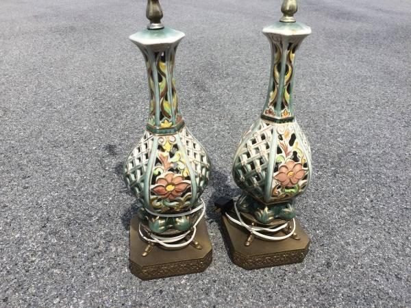PAIR Vintage Capodimonte  Porcelain Matching Lamps  w/ Dragon Feet Italy 34