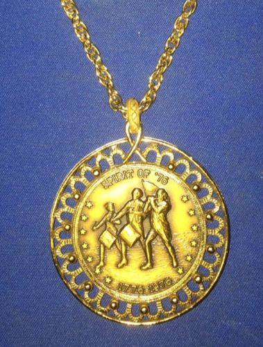 Bicentennial 1776 1976 Gold Tone Medallion 2 Sided Coin Pendant Necklace