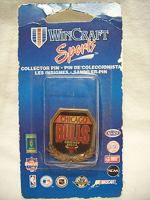CHICAGO BULLS PIN OLD  MADE IN USA