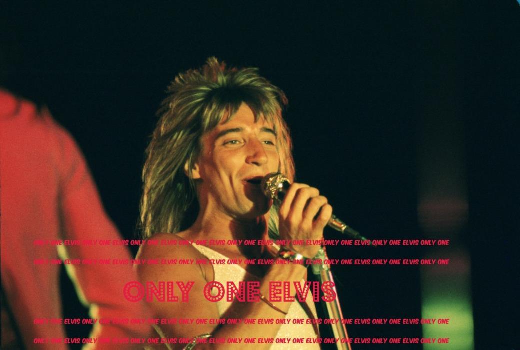 1970s RARE Photo SUPERSTAR Singer ROD STEWART Live in CONCERT Unseen  05
