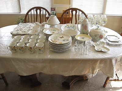LENNOX BUTTERFLY MEADOW 81PC SET +TABLE CLOTHS .MATS&LAMP