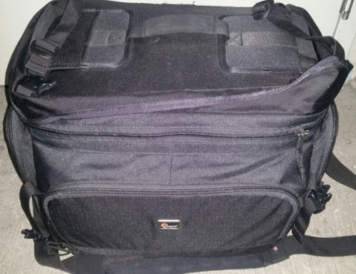 Lowepro Magnum 650 AW Shoulder Bag 1-2 Pro DSLRs, Black #LP36055