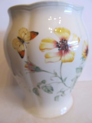 New Lenox Butterfly Meadow 9 1/2 inch  cookie jar by Luise Le Luyer- yellow flow