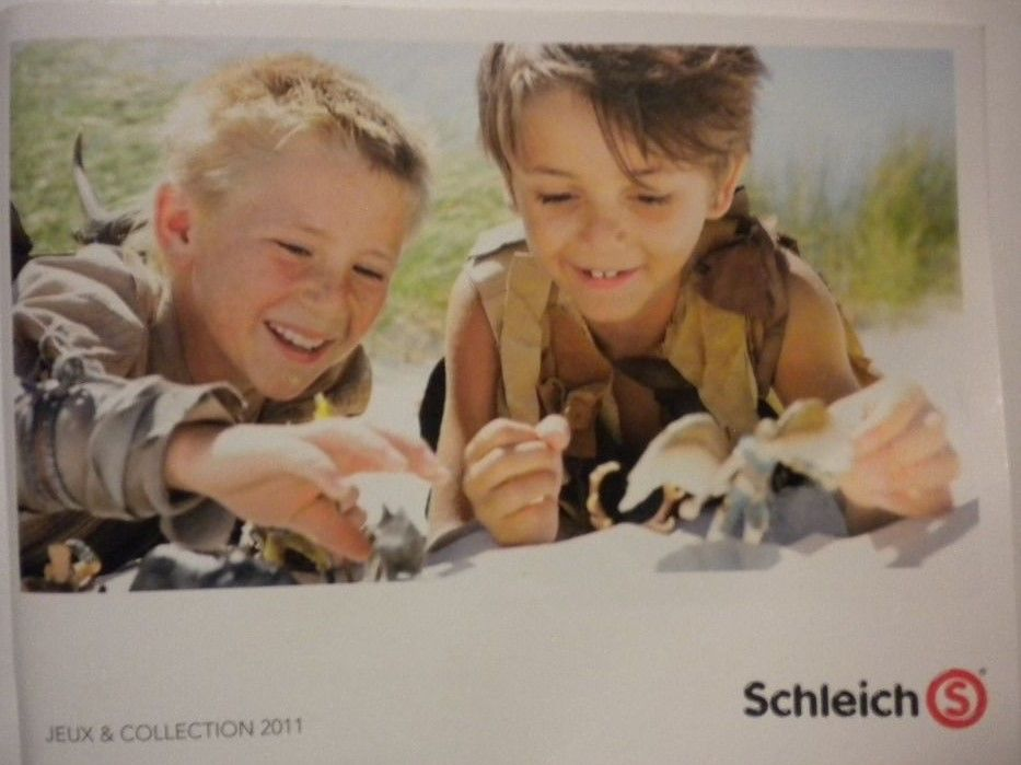 2011 New Schleich Catalog Collector Booklet book/catalog/toy/animals/The Smurfs