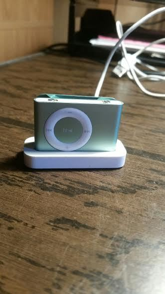Apple iPod shuffle 2nd Generation Green (1GB) Nice working condition FREE SHIP