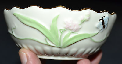 LENOX STAMPED FLORAL DESIGNED GOLD TRIMMED BOWL WITH LID