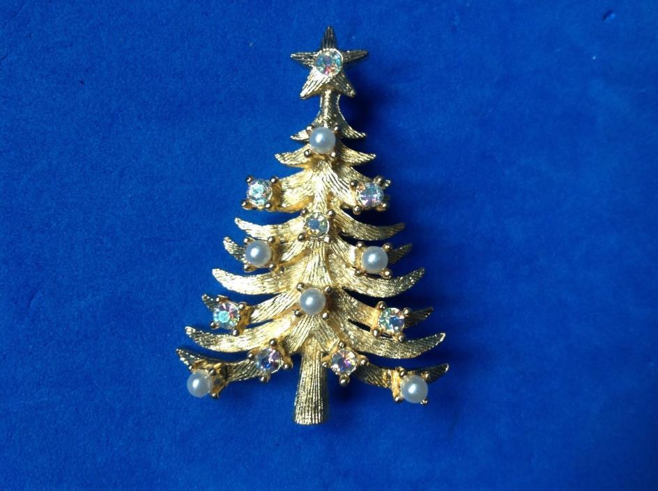 MYLU gold tone faux pearl & Aurora Borealis crystal Christmas tree pin.