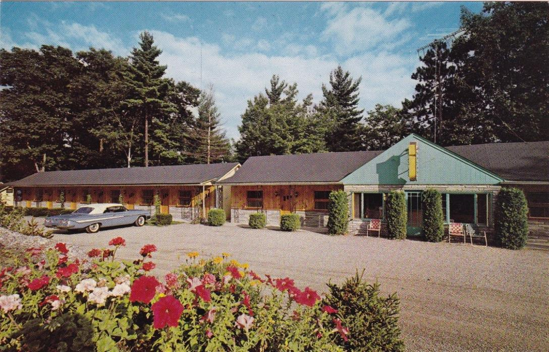 POSTCARD - The Boulders Motel. Holderness, New Hampshire.