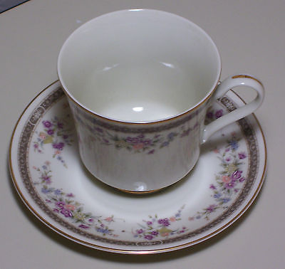 Vintage Mikasa Grande Ivory Marquette L5503 Footed Tea Cup and Saucer Lot Of 6