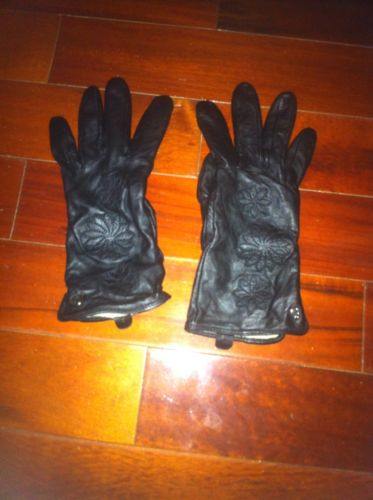 womens Leather gloves black medium ,new no tags