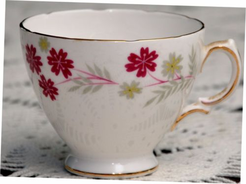 1950's Royal Vale Tea Cup maroon flowers gray leaves scalloped EUC!