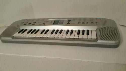 Casio  SA-75. 100 Tones Keyboard. No Power Adaptor.Runs On  5 AA Bateries.