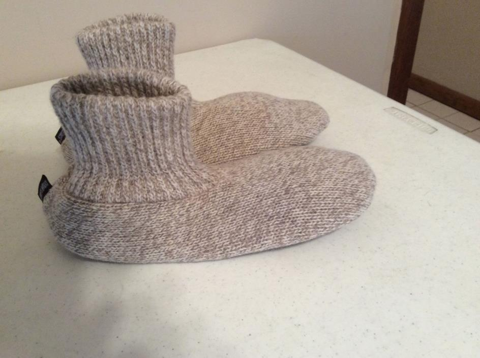 Muk Luks Men Ankle Slippers Size 8.5  to 9.5 Light Brown and white