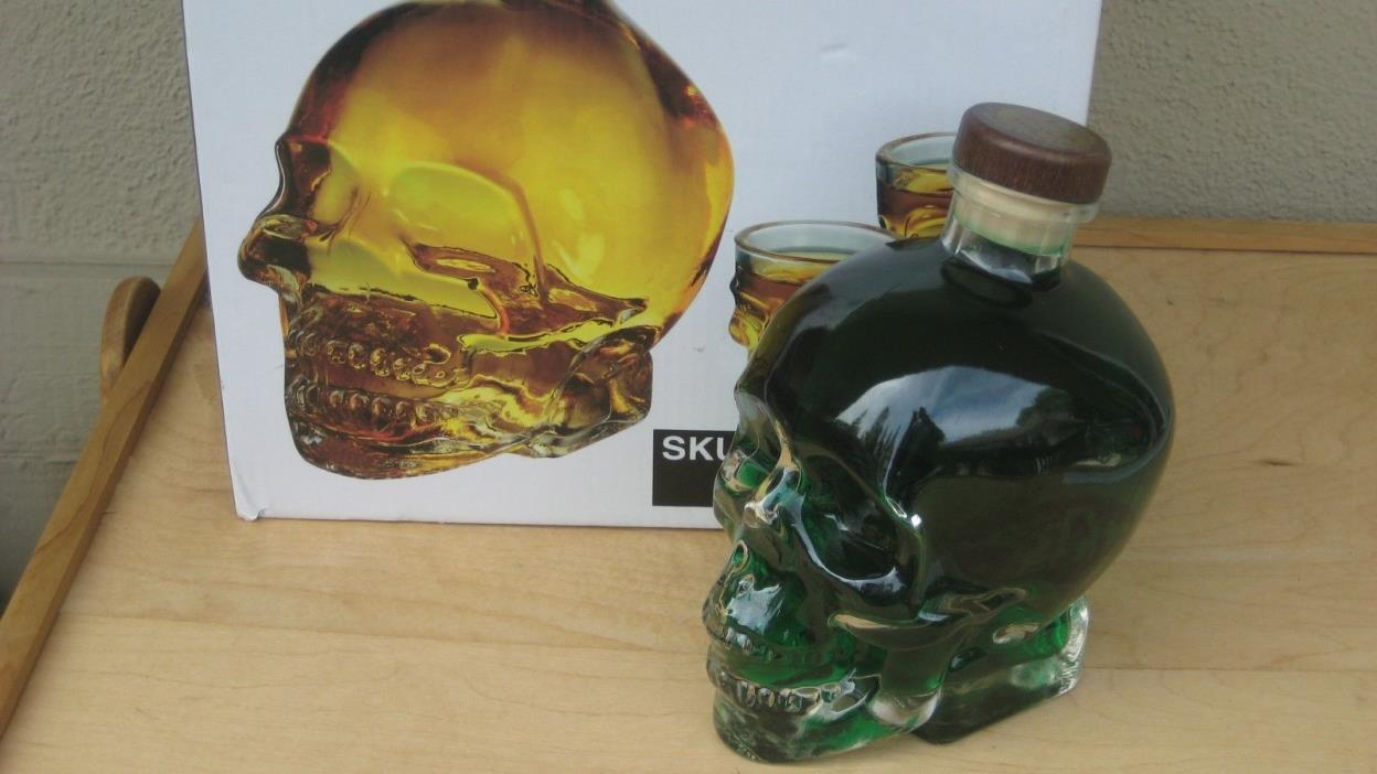Cucina Vita 2/Two Skull Decanters & 2 Skull Shot Glasses(LOOK Dont Miss This One