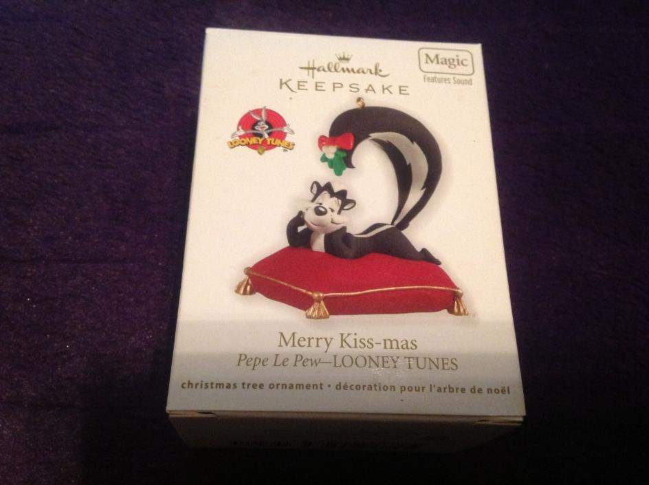 Hallmark 2012 Pepe Le Pew LOONEY TUNES MAGIC Sound MERRY KISS-MAS Ornament NIB