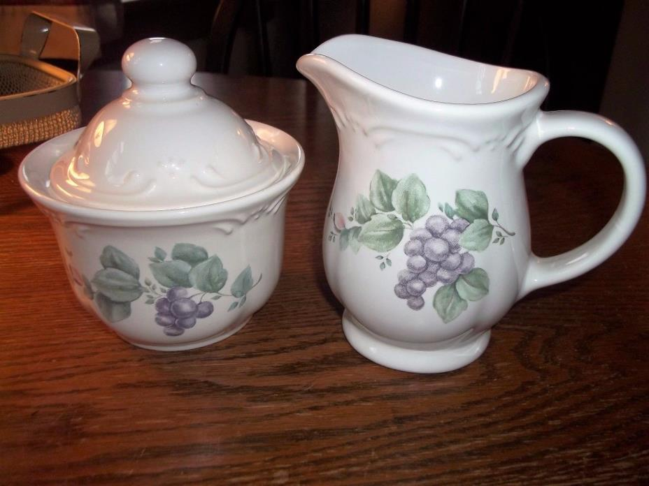 Pfaltzgraff GRAPEVINE Creamer & Covered Sugar Set, Nice!