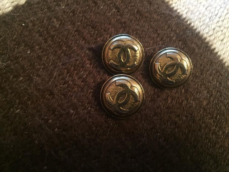 CHANEL GOLDTONE CC LOGO THREE BUTTONS LOT 15MM