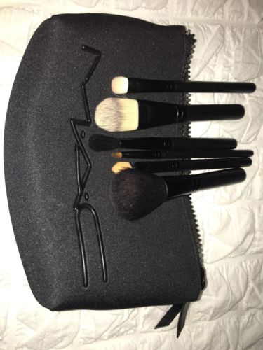 M.A.C. Makeup Brush Set