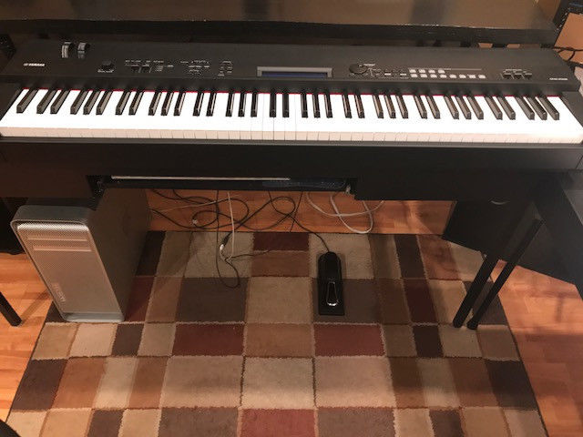 Yamaha CP40 Keyboard brand new condition,88 keys includes all original items,