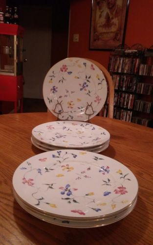 Dinner Plates Totally Today Rare Sharp Floral Pattern