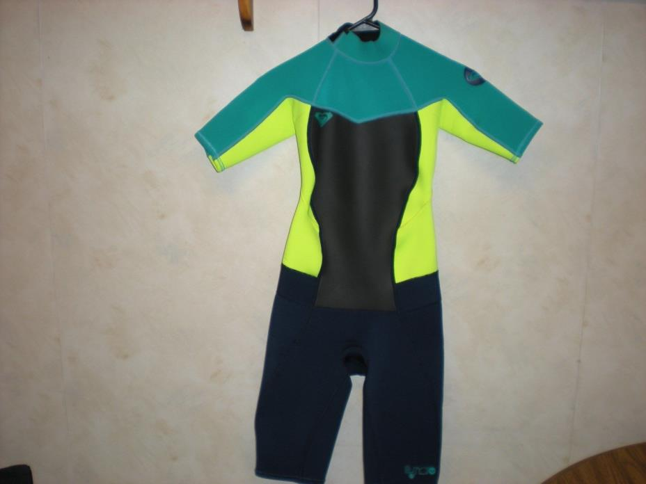 ROXY SYNCRO SHORTY SPRINGSUIT WETSUIT SIZE 4 AND STOLQUIST WARMERS  SIZE XS NEW.